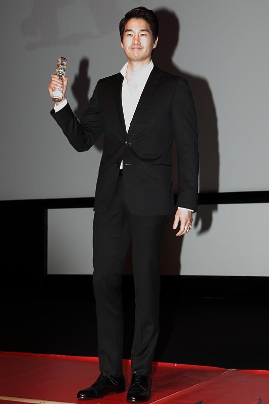 Yoo Ji-Tae won the award